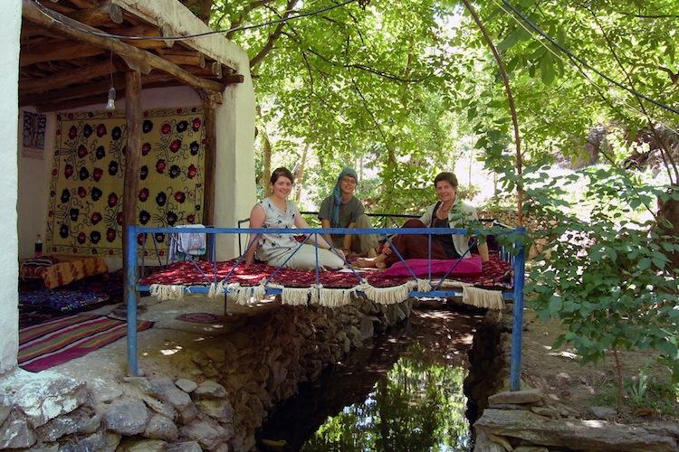 03 Yahshigul's GH, guests on tapshan
